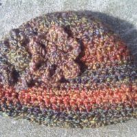 Roaring Twenties Inspired Beanie with Posy Flower Embellishment – Pattern Review