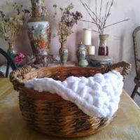 Super Bulky Mini Blanket Photo Prop – Free Crochet Pattern