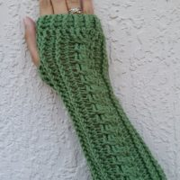 Cabled Fingerless Gloves – Free Crochet Pattern