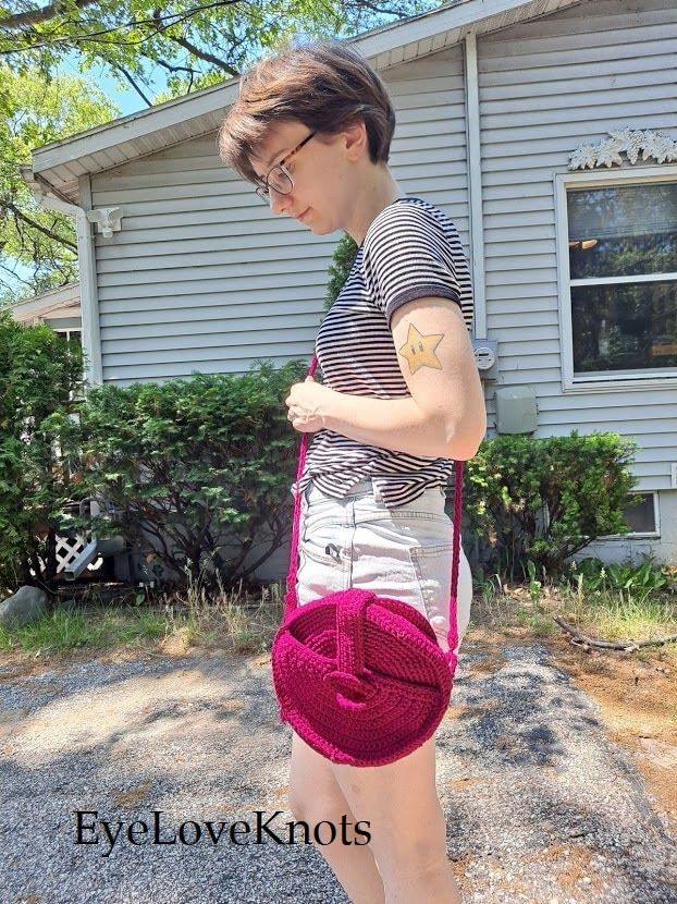 Striped Tee, Blue Jeans, Pink Crochet Crossbody Canteen Bag, EyeLoveKnots